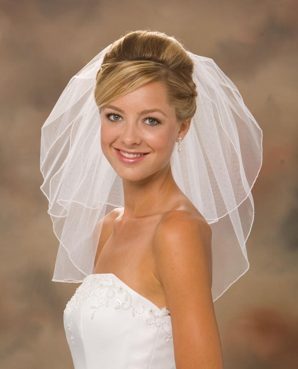 Прическа на свадьбу с фатой на короткие волосы